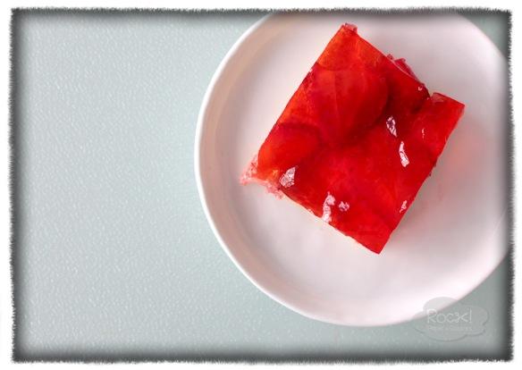 jello strawberries cake