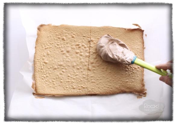 spread-cream-on-half